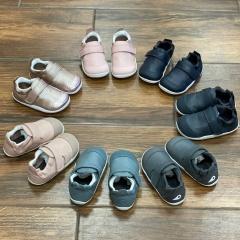 Konečně jsme se všichni dočkali doskladnění našich (i vašich) botiček pro první krůčky. Jsou opravdu měkké, lehoučké a vhodné i pro širší nožičky :-) Ano Bobux Xplorer! :-) Na webu je najde v kategorii dětské - capáčky a ve filtru stačí vybrat výrobce Bobux a nebo můžete kliknout na fotku a načíst si přímo produkt :-)  #barefoot #barefootmanie #bobux #bobuxbarefoot #barefootprodeti ##prvníbotičky