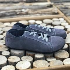 Nový model od Magical Shoesj jménem Promenade. Jedná se kožené městské boty s moderním vzhledem. Dostupné ve velkém množství barev a na nové podrážce 🙂 Dalších 5 barev najdete u nás na webu pokud zadáte do vyhledávání
