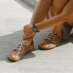 Často vám (ale i nám) přijdou dospělé boty trochu nudné, ale o těhle se to rozhodně říct nedá! Navíc jsou od české značky Aylla a jsou lehkoučké pohodlné :-) Brzo budou u nás skladem! Najdete je na webu pokud zadáte do vyhledávání slovo
